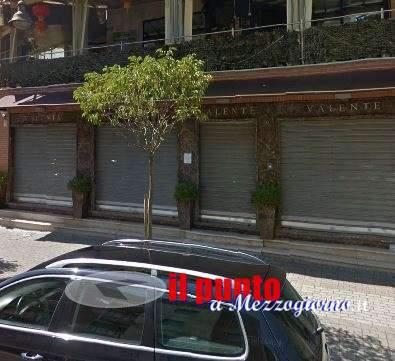 Assalto alla gioielleria Valente di Cassino, negozio svaligiato in pochi minuti