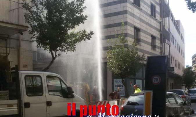 Rottura alla condotta idrica a Cassino, si alza colonna d'acqua