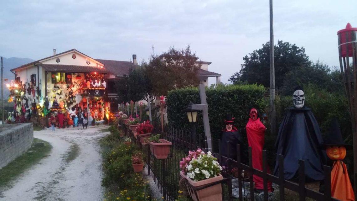 """Halloween a """"Casa Pallucci"""", i mostri si incontrano a Caira per il """"dolcetto o scherzetto"""" – FOTO"""