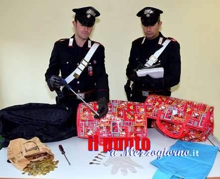 Tentano un furto in uno studio fotografico, scoperti fuggono, inseguiti e arrestati dai carabinieri due 61enni campani