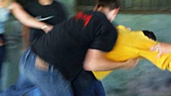 Mega zuffa davanti al bar a Villa Latina, 9 persone denunciate per rissa