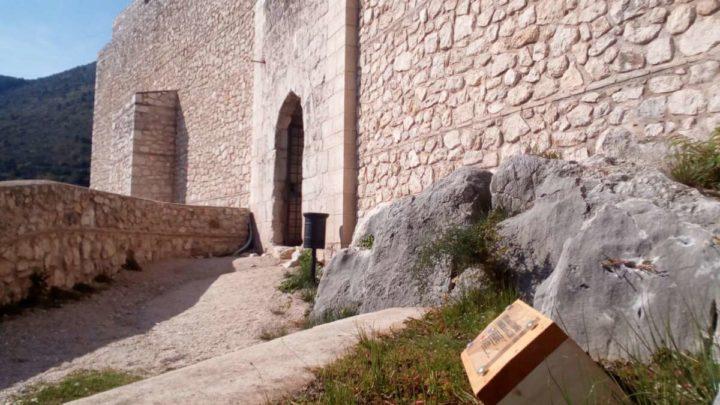 Il maltempo non scoraggia i visitatori, successo per l'apertura della Rocca Janula
