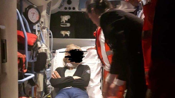 Barricata in casa minaccia di tagliarsi la gola, donna salvata da irruzione dei carabinieri