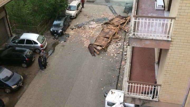 Il maltempo con pioggia e vento flagella Cassino e la periferia. Cade una pensilina in via Abate Aligerno