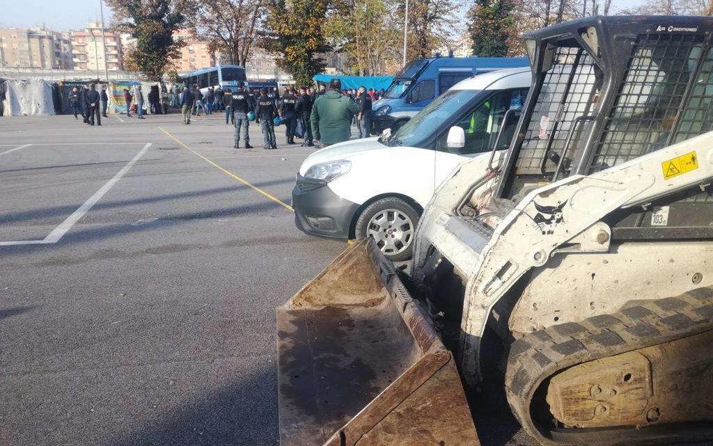 """Migranti. In corso sgombero Baobab. Salvini: """"Zone franche non più tollerate"""""""