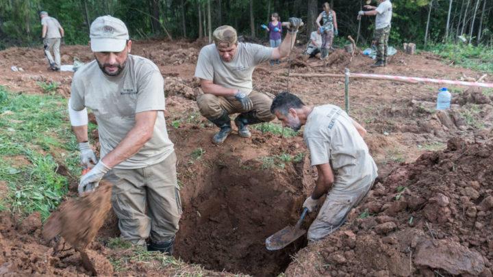 In Russia per riportare a casa i soldati italiani dispersi, Parravano partecipa al recupero di 12 salme