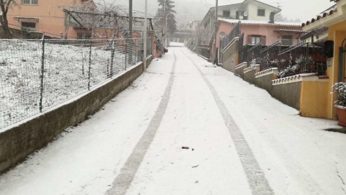 Ancora venti forti, neve a bassa quota e piogge. Neve sopra i 500-700 metri sui settori orientali del Lazio