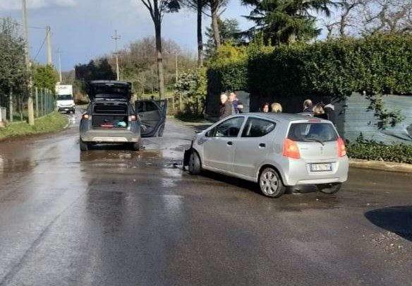 Incidente a Velletri, tre feriti tra cui un bambino