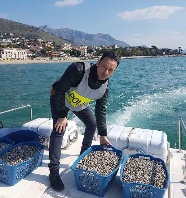 Lupini di mare sull'A1 a Cassino, la polizia stradale ne sequestra 180 chili