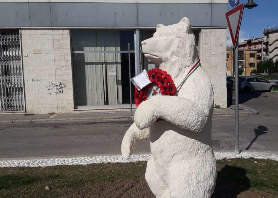 Cassino, la figlia del generale Anders all'inaugurazione della statua dedicata all'Orso Wojtek