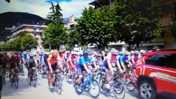 Giro d'Italia 2019, Cassino si tinge di rosa per il via alla 6a tappa, festa di sport e di pubblico. GUARDA IL VIDEO
