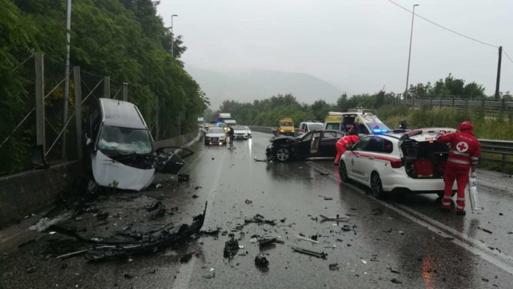Incidente stradale sulla superstrada Cassino Sora, donna 49enne muore dopo alcune ore