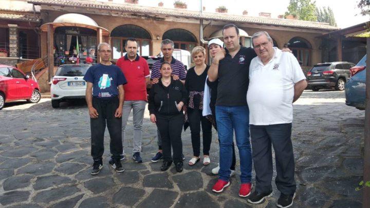 In tre dormivano in auto a Velletri, imprenditore scommette su di loro offrendogli vitto alloggio e un lavoro