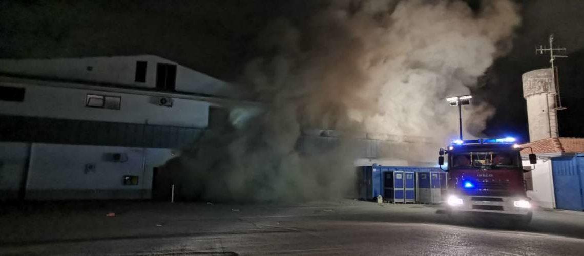 Frosinone, incendio all'interno del panificio del discount Lidl di via Maria