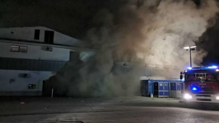 Frosinone, incendio all'interno del panificio del discount Lidl di via Maria