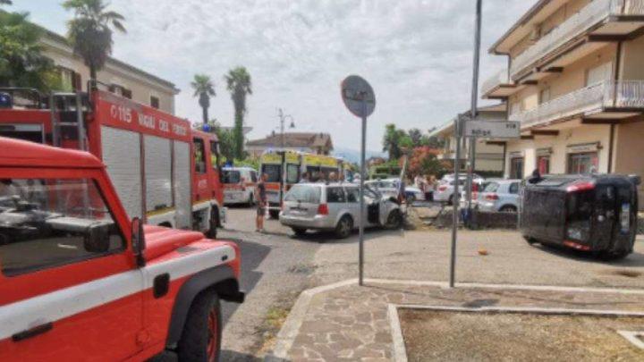 Incidente stradale a Roccasecca, auto ribalta e donna in gravi condizioni
