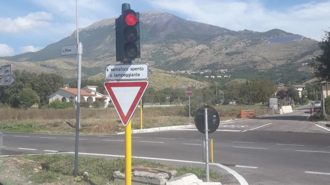 Villa Santa Lucia, attivo il semaforo sulla Casilina