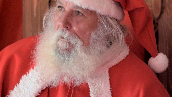 Il Babbo Natale (vero) di Velletri, tra tirate di barba e letterine commoventi