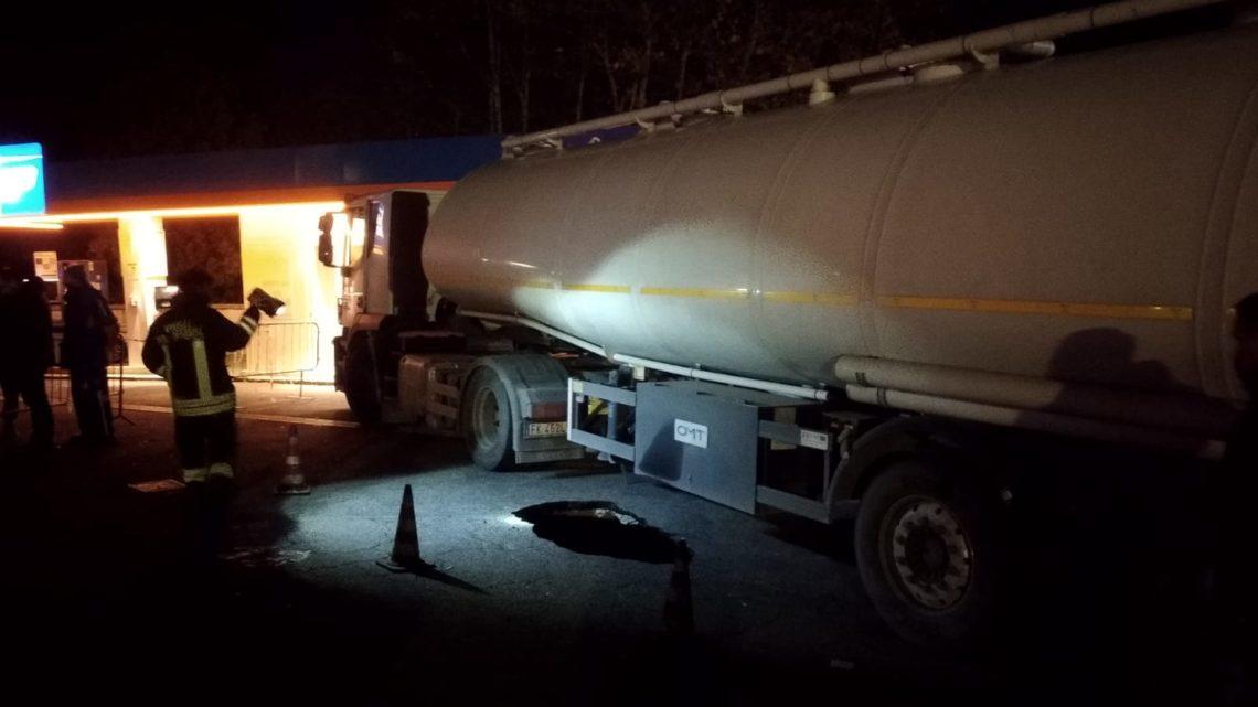 Velletri, voragine rischia di inghiottire un camion cisterna con 30mila liti di carburante in centro