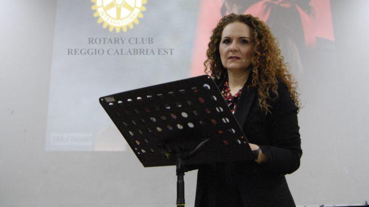 Violenza donne: l'attrice Iaconetti incanta e turba a Reggio Calabria