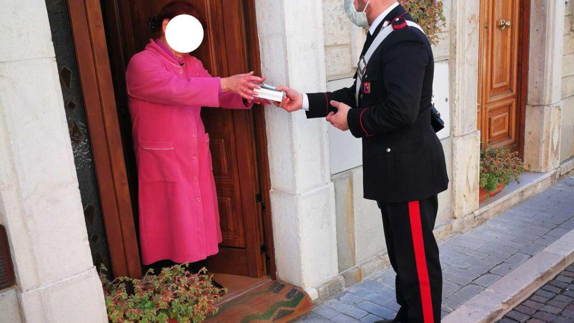 Isernia – I Carabinieri portano farmaci ed alimenti ad anziani che non possono uscire di casa