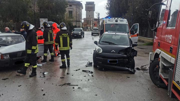 Incidente stradale in via Roma ad Aquino, tre feriti