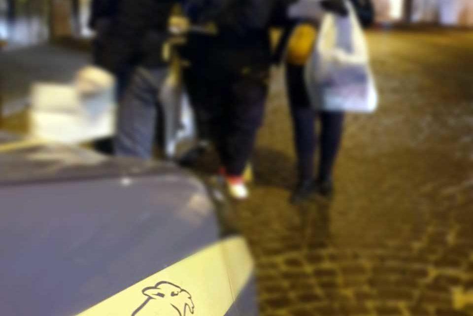 Non vuole indossare mascherina e si scaglia contro agenti, arrestato a Cassino