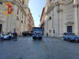 Sanificazione delle strade di Roma con gli idranti del Reparto Mobile della Polizia di Stato