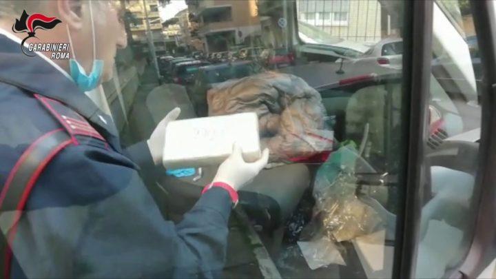 Ostia – 75 chili di cocaina nascosta nell'auto parcheggiata, arrestate due persone