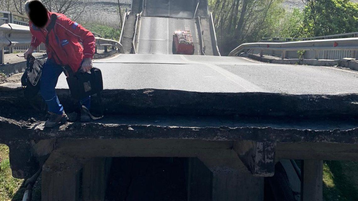 Crolla un ponte in provincia di Massa Carrara, un ferito – VIDEO