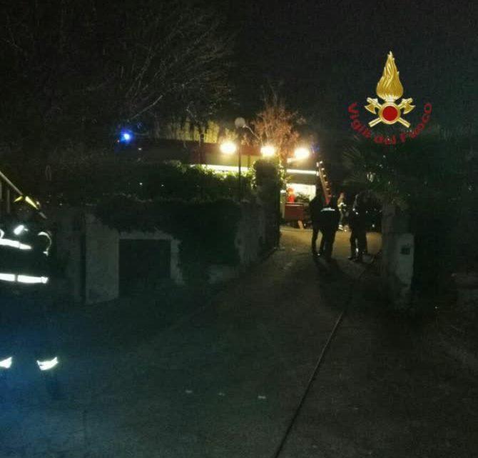 Villa in fiamme a Velletri, 83enne in gravi condizioni
