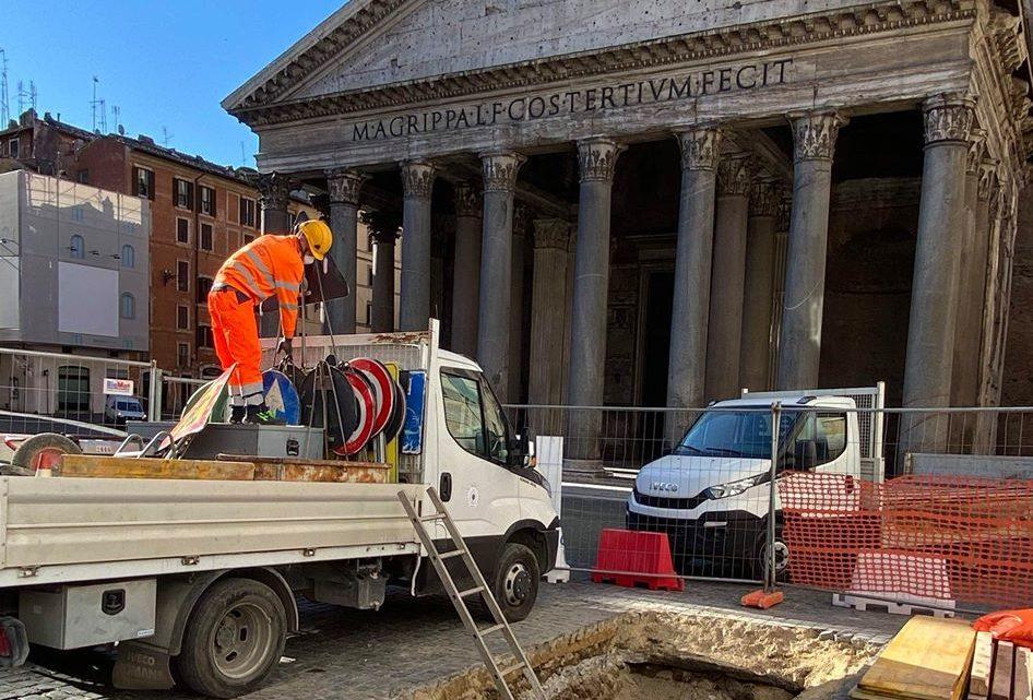 Pantheon. Archeologia urbana e tutela. Ritorna alla luce la pavimentazione Adrianea.