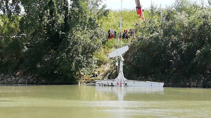 Recuperati i rottami dell'aereo caduto nel Tevere a Roma e il corpo del 23enne