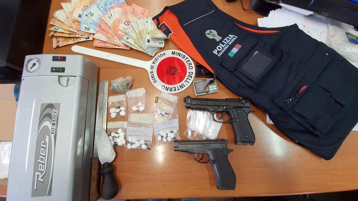 Frosinone – Sorpresi a confezionare dosi di cocaina, quattro arresti