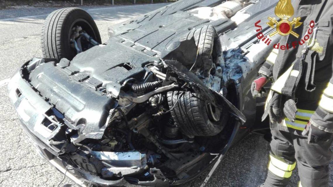 Auto si ribalta a Colli a Volturno, illeso il conducente