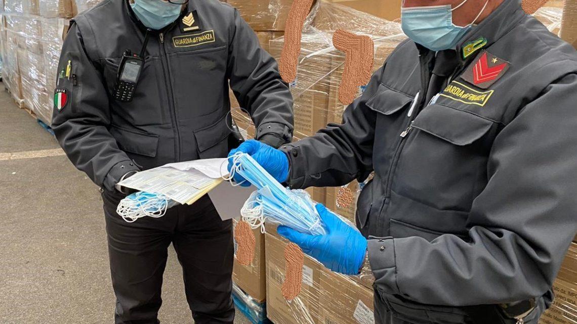 Mascherine e camici per l'emergenza covid senza certificazione, tre arresti