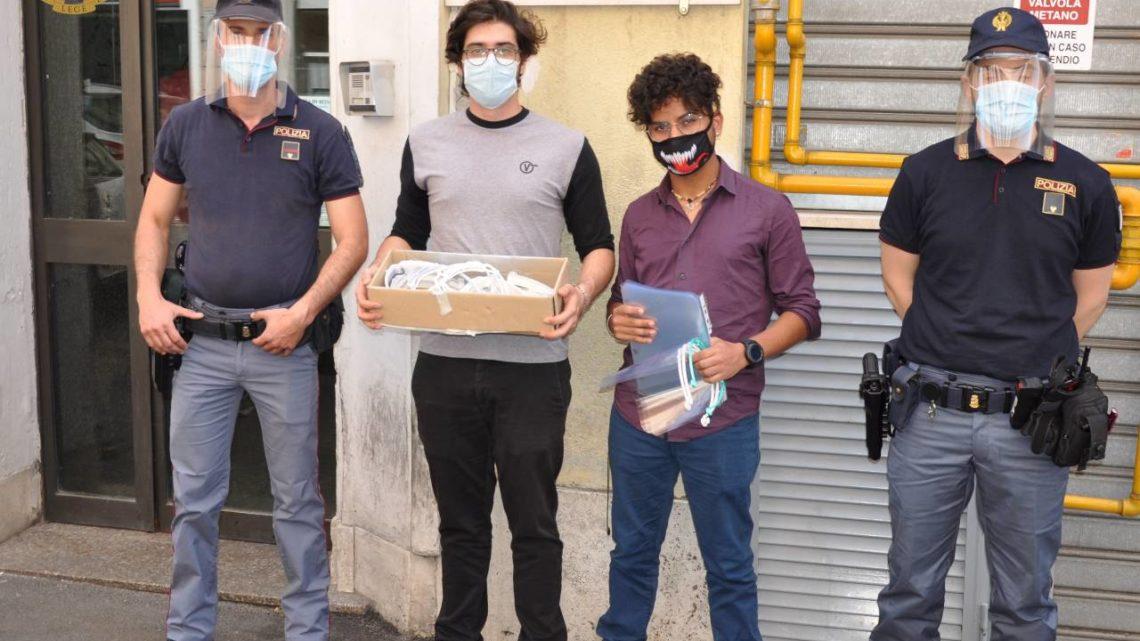 Volontari dell'Associazione Visionari donano alla Polizia di Stato visiere in 3D