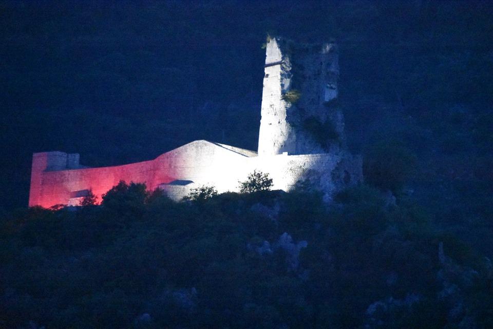 Nel 50°Annversario della morte del Gen. Anders la Rocca Janula si tinge dei colori della Polonia