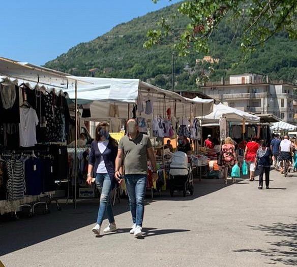 Mercato settimanale; sabato 20 giugno stop ai parcheggi a pagamento in via Verdi e via Leopardi