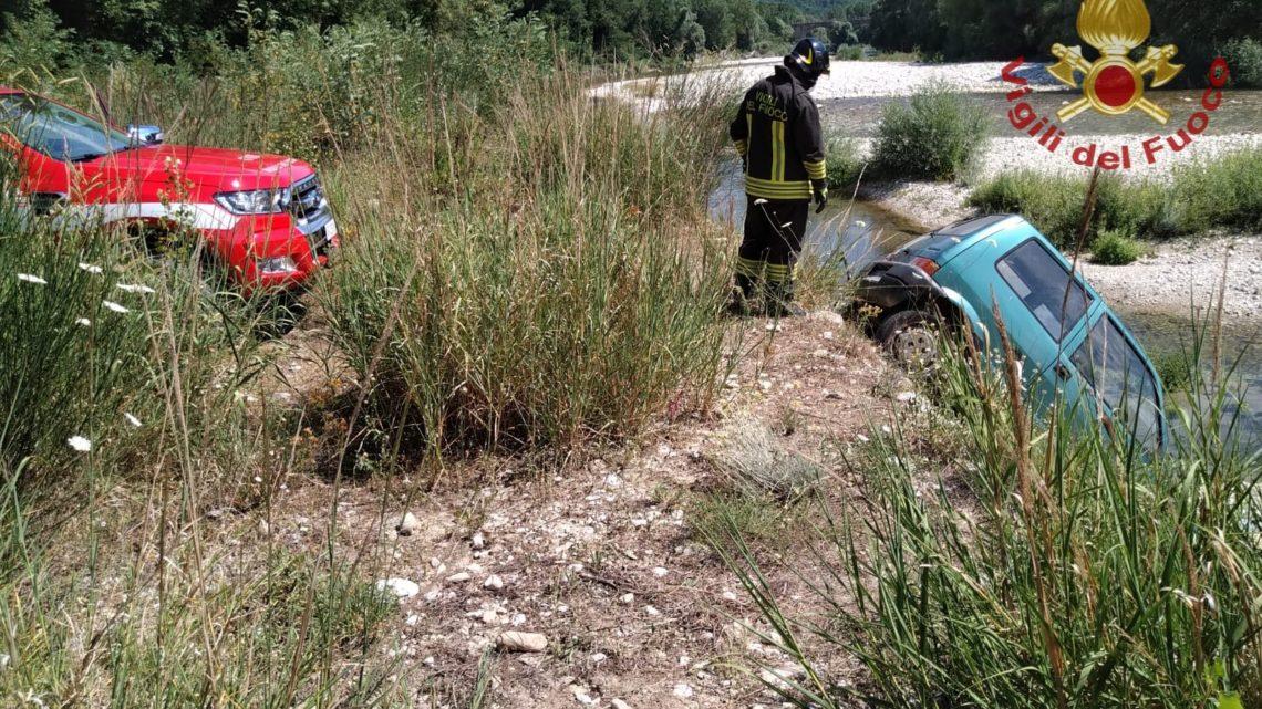 Automobilista finisce con l'auto nel greto del fiume Volturno a Monteroduni