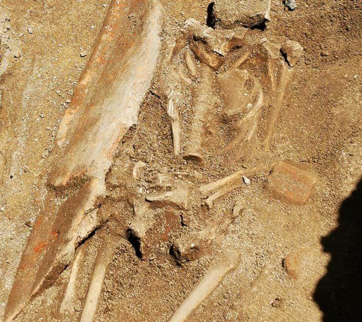 Una tomba di epoca imperiale scoperta durante lavori in pieno centro ad Aquino
