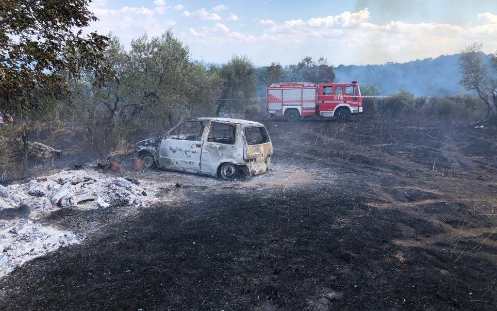 Cadavere su terreno incendiato nel viterbese, pompieri ancora al lavoro
