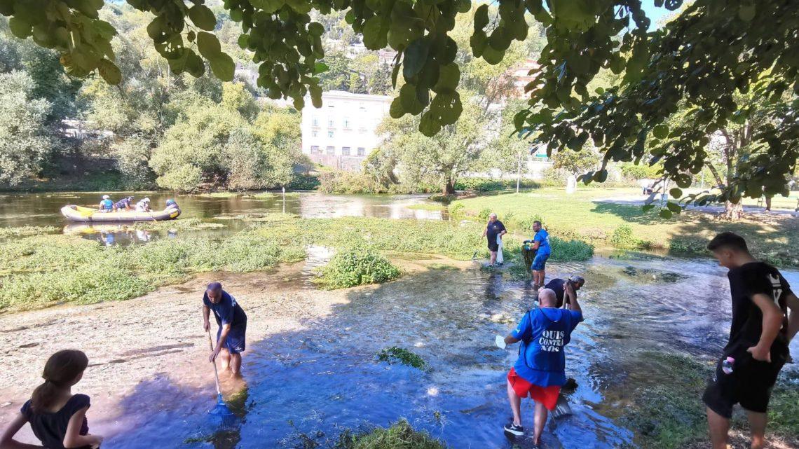 Cassino – Associazioni e amministratori puliscono il laghetto della villa comunale