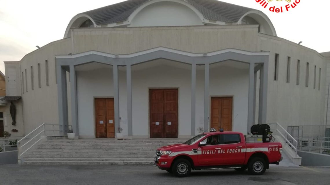 Cadono calcinacci nella chiesa dell'immacolata a Latina, si temono cedimenti strutturali