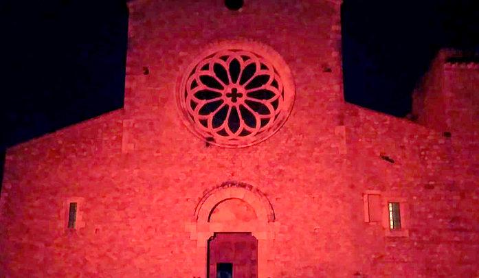 Sermoneta – L'abbazia di Valvisciolo in rosa come simbolo della prevenzione del tumore al seno