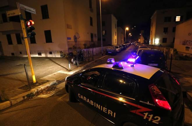 Roma: lite tra cani innesca lite con coltellate, 31enne arrestato per tentato omicidio