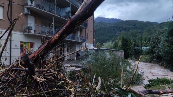 Maltempo Cassinate, straripa torrente a Sant'Elia: acqua e fango invadono garage