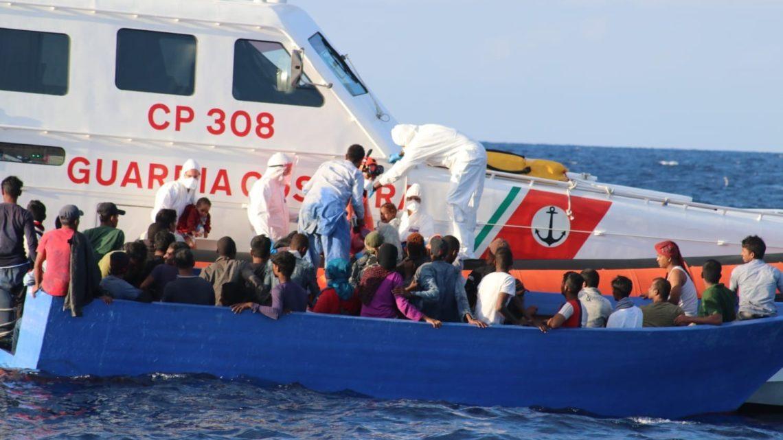 La Motovedetta CP 308 di Ponza rientra da Lampedusa: oltre 1000 persone salvate