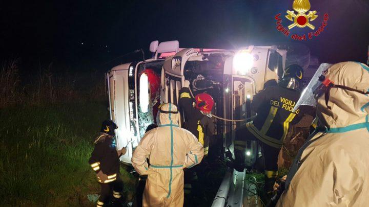 Incidente in autostrada A1 – si ribalta con l'autotreno, autista ferito