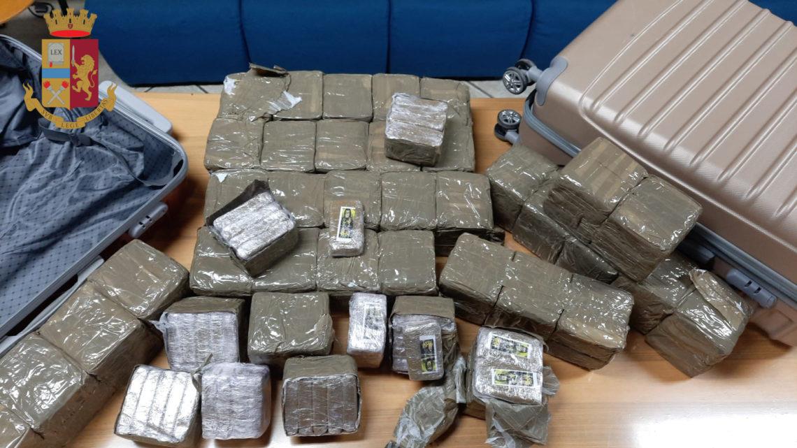Auto scorta furgone con 40 kg di hashish, arrestati due frusinati a Roma
